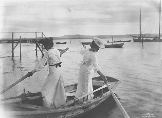 Wilse: Baaten settes av Kate og Agathe 3/7 1904