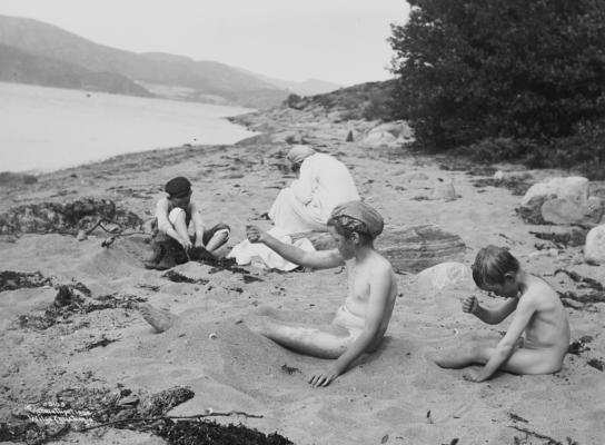 Wilse: Badesene Efter Badet solende 3/8 1904