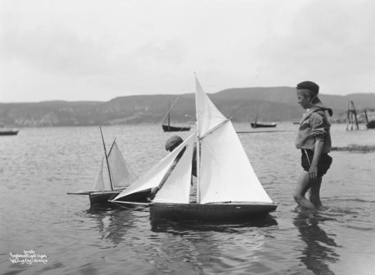 Wilse: Seilende med Smaabaate 3/8 1904