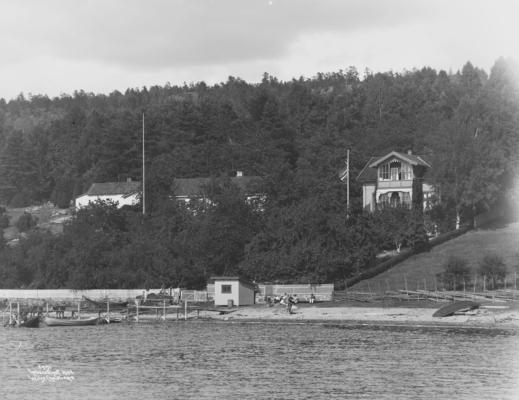 Wilse: Kaptein Pettersens hus fra Bryggen 18/7 1904