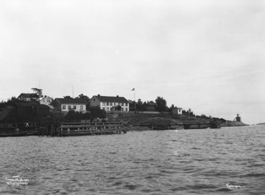 Wilse: Toldboden og Dampskibsbryggen 18/7 1904
