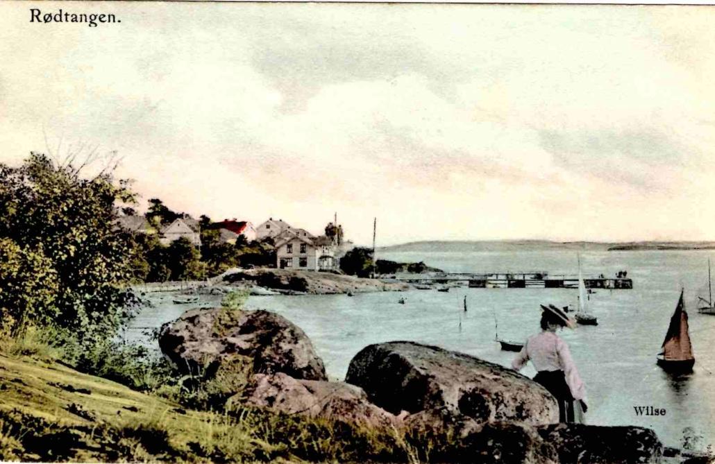 Rødtangen-bukten mot hotellet og dampskipsbryggen, håndkolorert foto etter Wilse, poststemplet 1907.