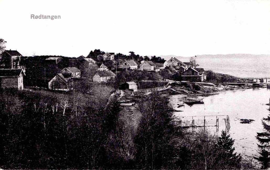 Gamle Rødtangen sentrum. Siden hotellet er renovert, er bildet tatt i 1905 eller 1906.