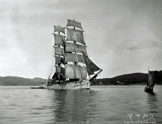 Seilskute ved Rødtangen i 1908. Foto: Thorleif Thoresen.