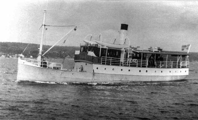 DS Juno var en av flere dampbåter som anløp Rødtangen. Juno gikk i nesten 50 år i rute mellom Drammen og flere anløpssteder langs fjorden. Utlånt av Ivar Jørstad.