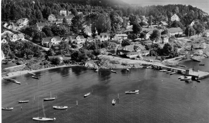 Rødtangen-bukten og dampskipsbryggen cirka 1950. Utlånt av Ivar Jørstad.
